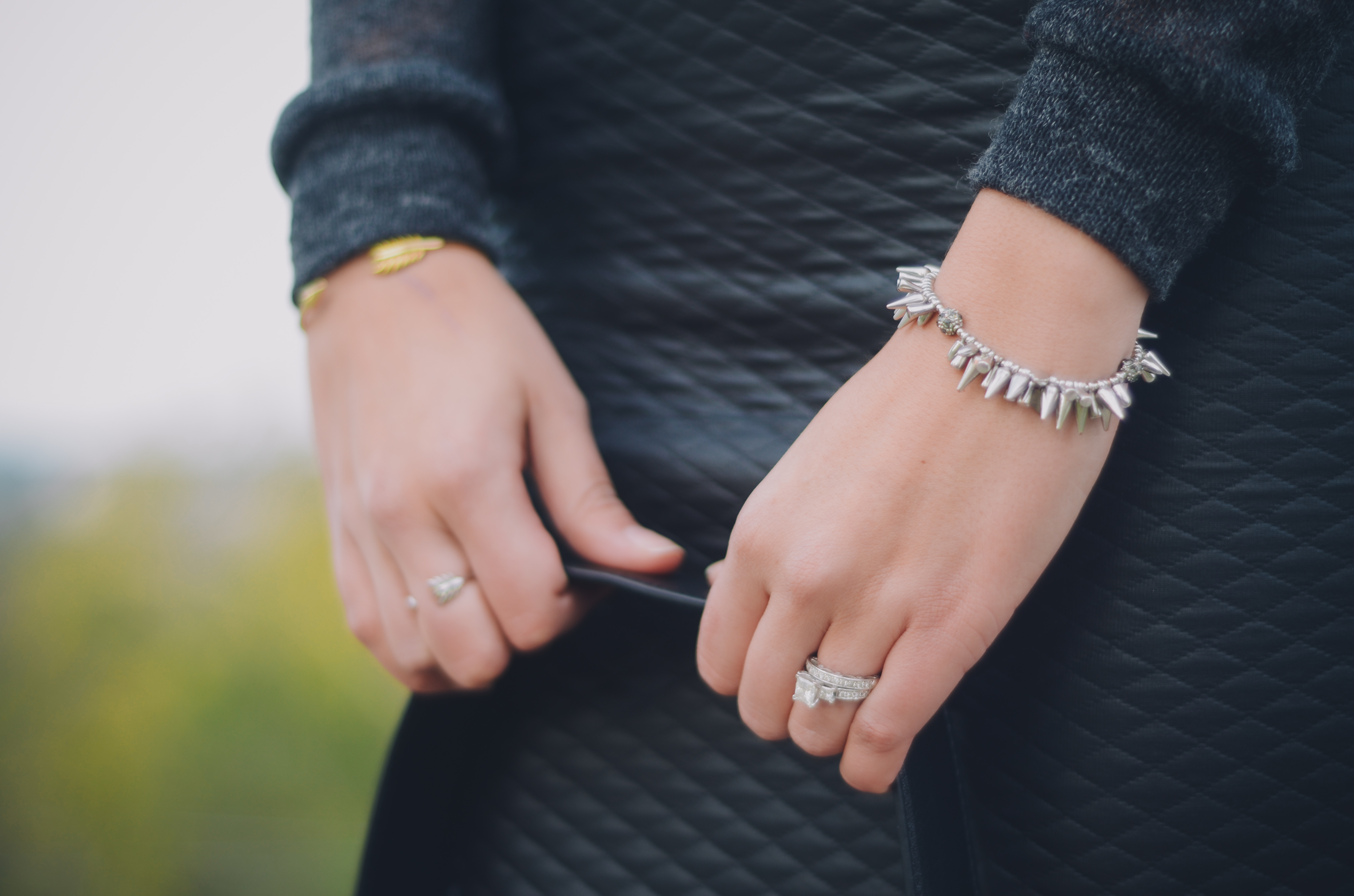 How to wear silver and gold jewelry together