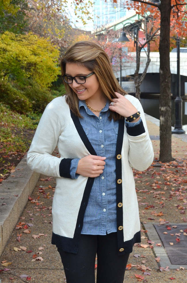 how to wear an oversized cardigan with leggings