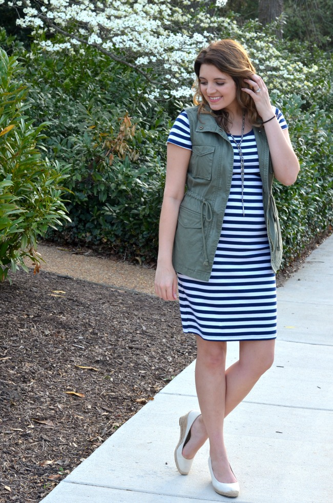 ways to wear a striped maternity dress