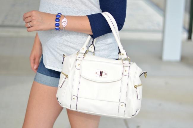 how wear white purse