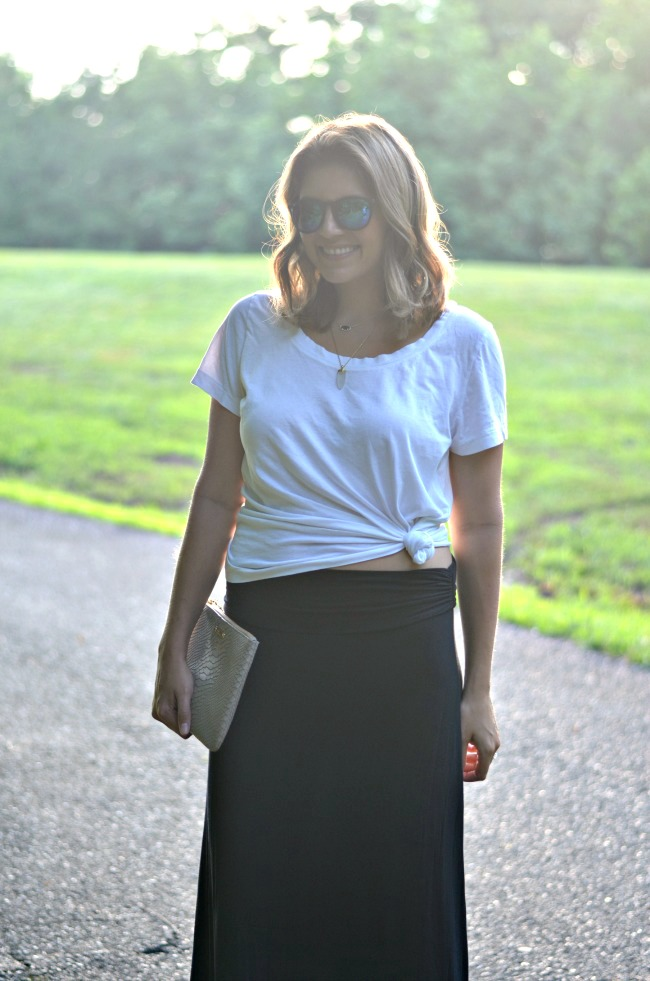how to wear a knotted tee from @fizzandfrosting!