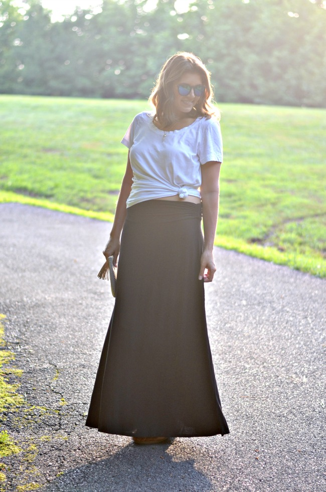 knot a tee with a maxi skirt   see more from @fizzandfrosting!