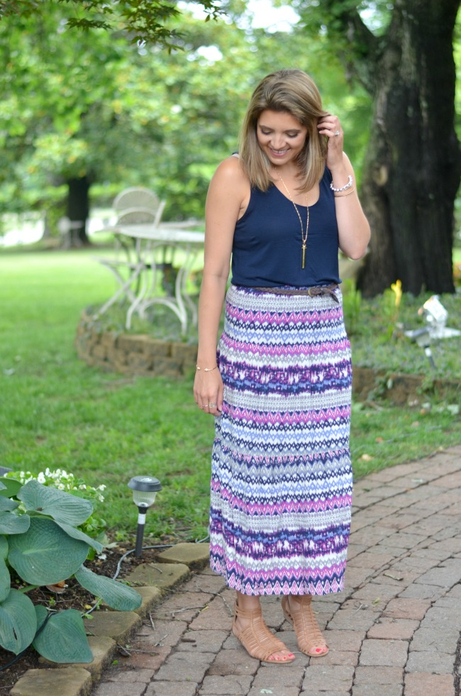 how to wear a printed maxi skirt