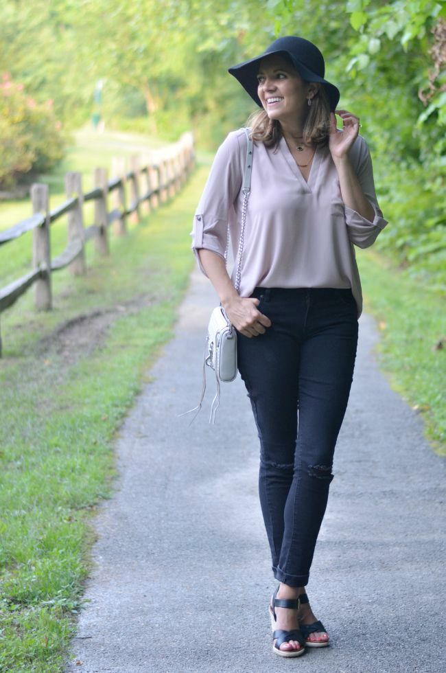 what to wear early fall via @fizzandfrosting