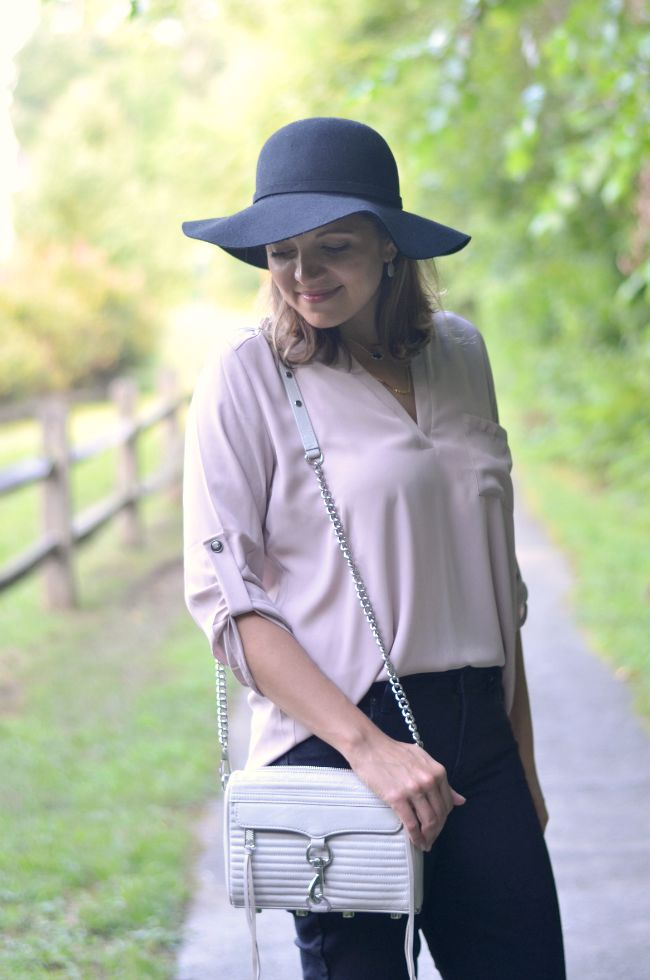 wearing a tunic with jeans via @fizzandfrosting
