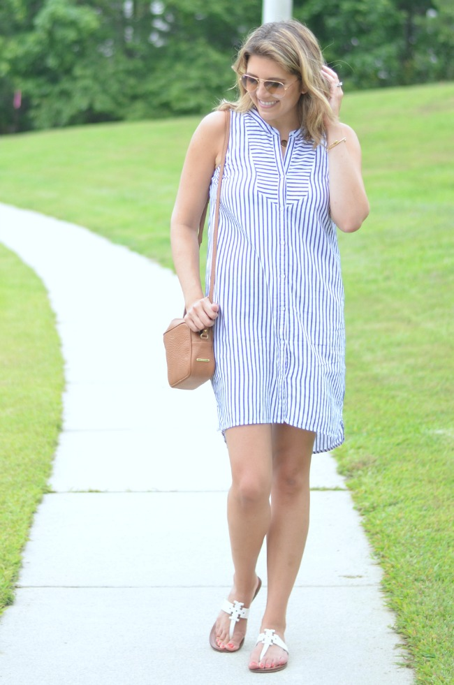 wearing a shirtdress for summer via @fizzandfrosting