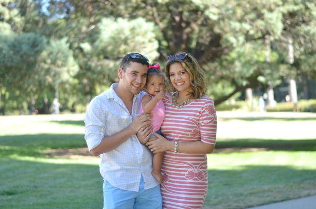 striped tshirt dress for family photo via @fizzandfrosting
