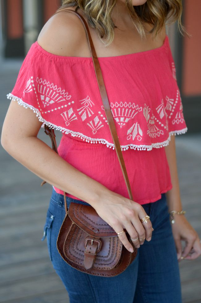mexico-inspired top and leather bag via @fizzandfrosting