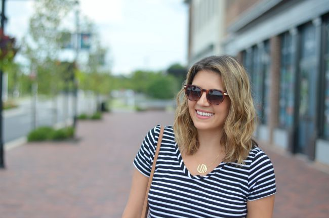 black and white tee for summer via @fizzandfrosting