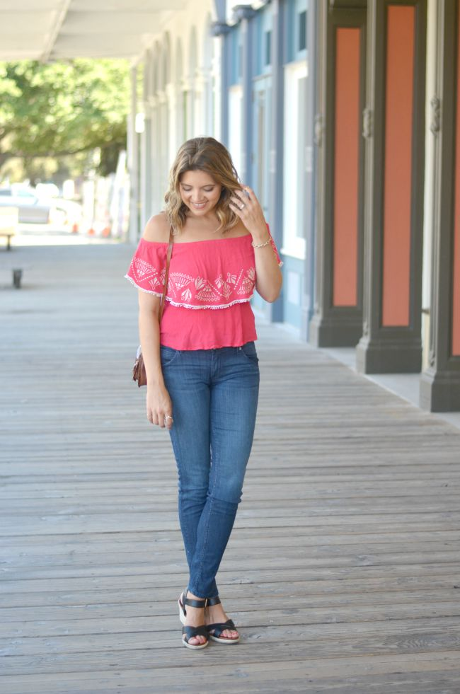 off-the-shoulder top with skinny jeans via @fizzandfrosting