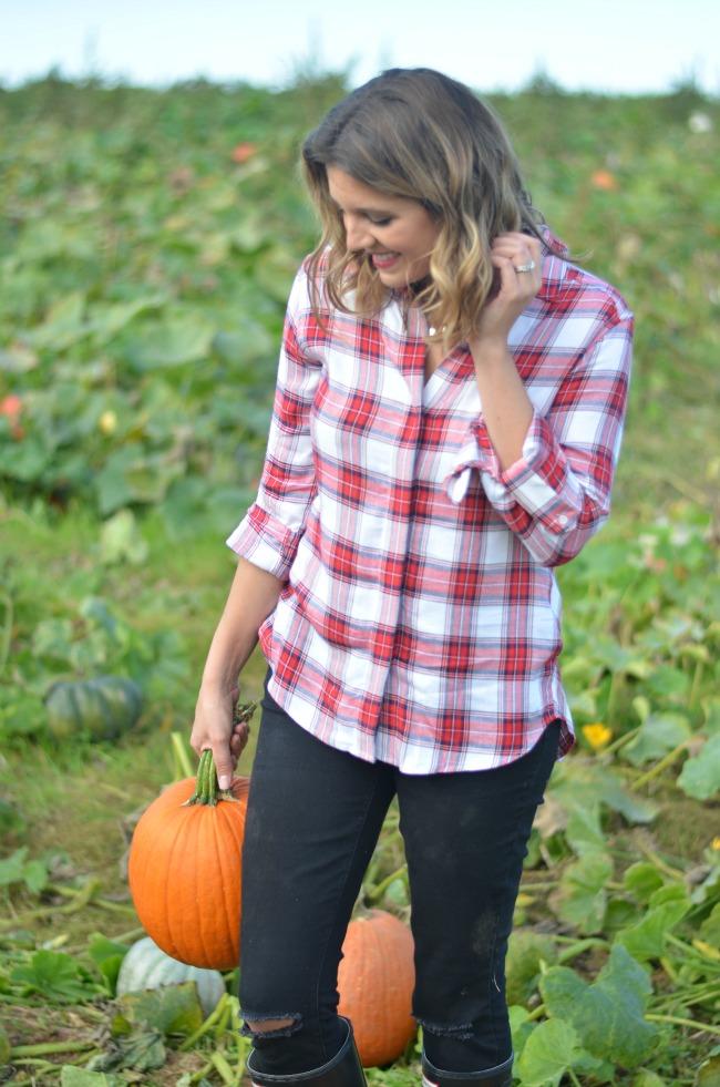 easy pumpkin patch outfit via fizzandfrosting.com