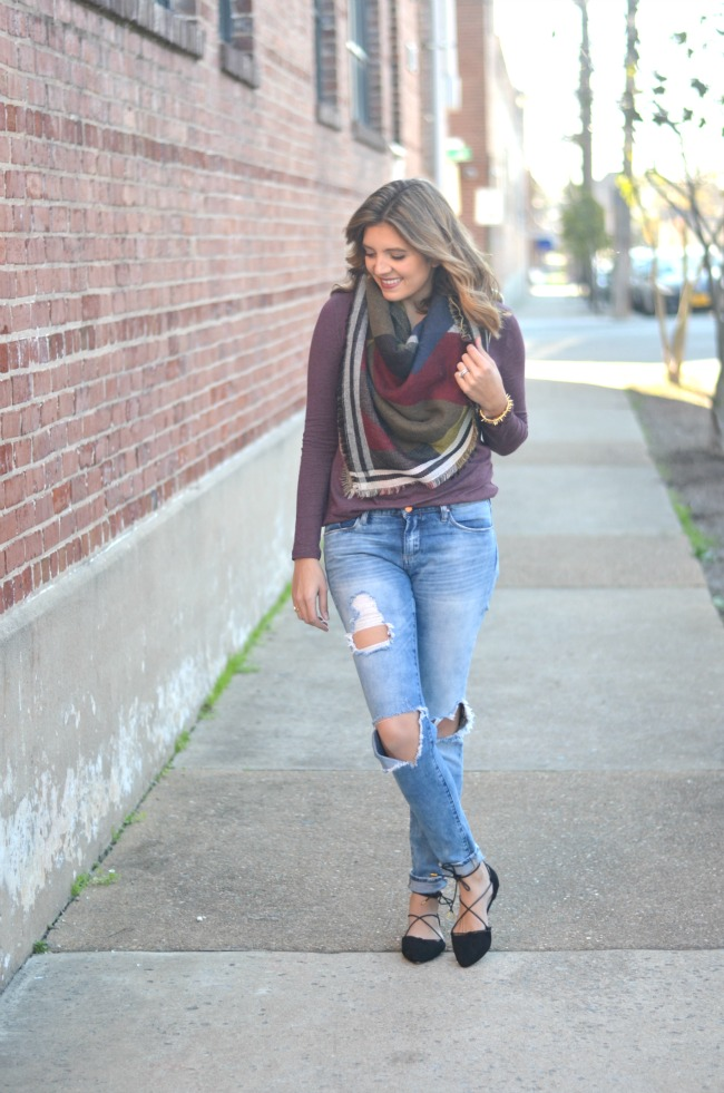 easy fall outfit with blanket scarf via fizzandfrosting.com