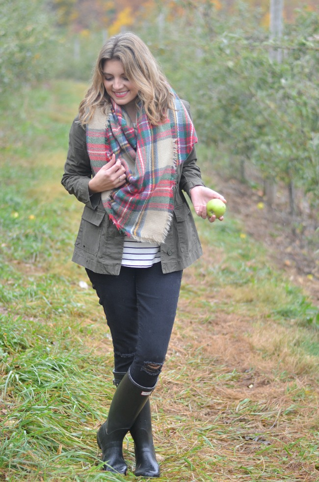 what to wear apple picking via fizzandfrosting.com