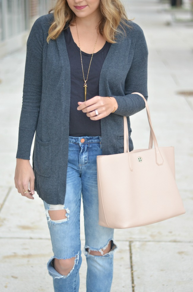 styling a long cardigan with a tee via fizzandfrosting.com