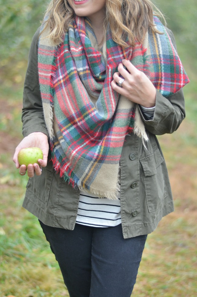 apple picking outfit: striped tee, plaid blanket scarf via fizzandfrosting.com