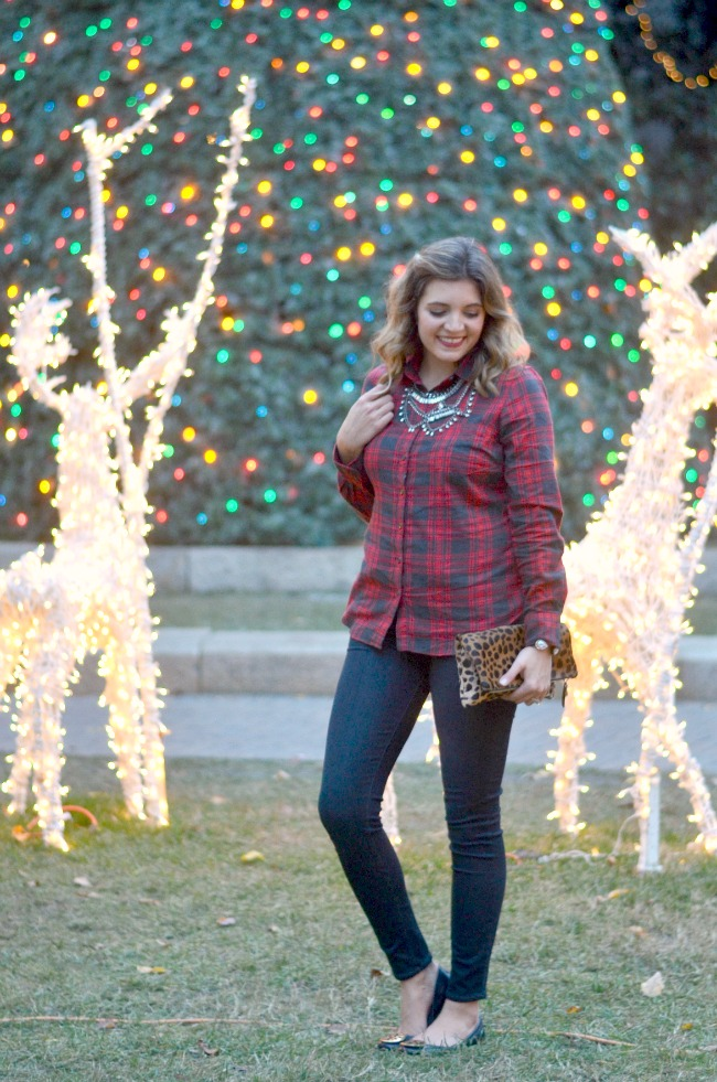 cute christmas casual outfit via fizzandfrosting.com