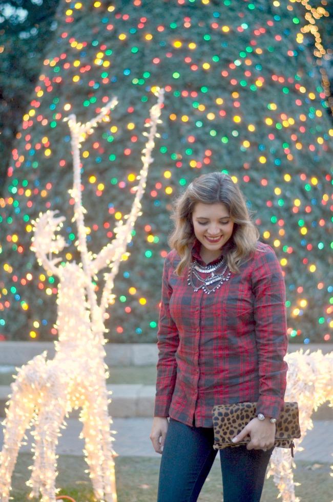 festive christmas outfit via fizzandfrosting.com