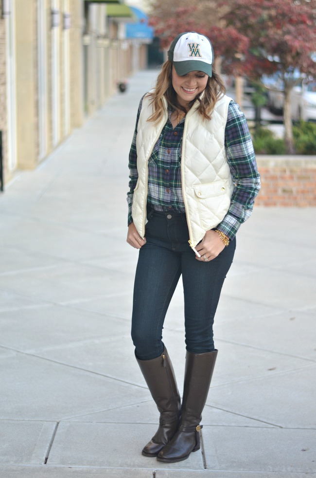 fall outfits - what to wear to a football game via fizzandfrosting.com