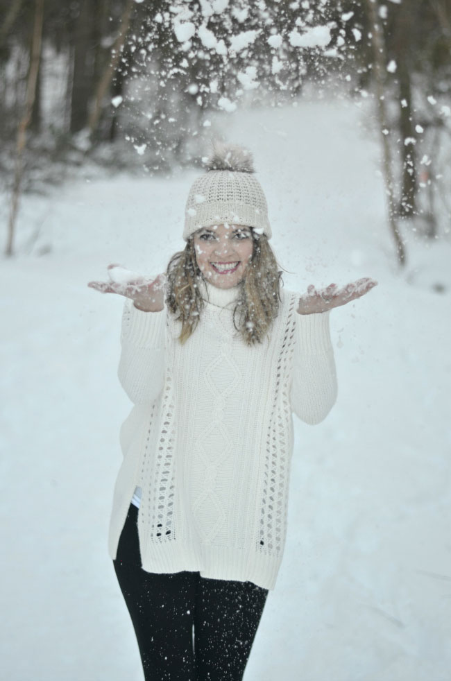 cute winter style for snow - oversized sweater with leggings via fizzandfrosting.com