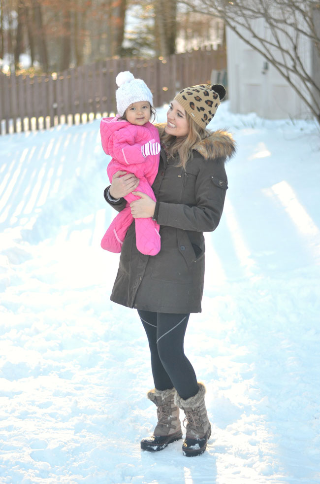 snow day style - mother daughter outfit via fizzandfrosting.com