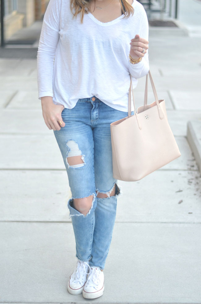 casual weekend style - distressed skinny jeans and tee via fizzandfrosting.com