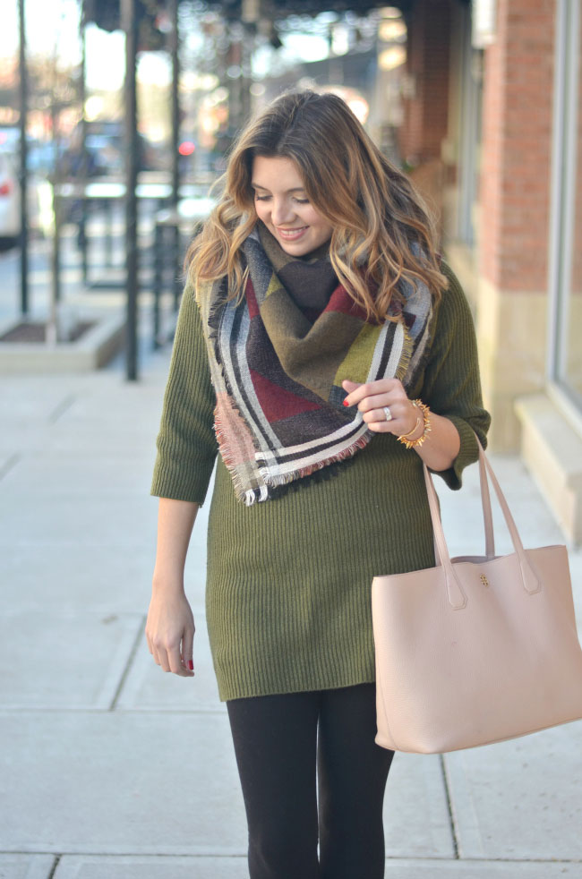 blanket scarf with a sweater tunic via fizzandfrosting.com