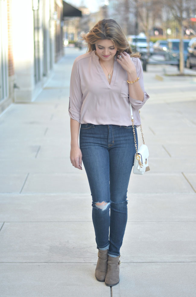 blush tunic with high waist jeans | www.fizzandfrosting.com