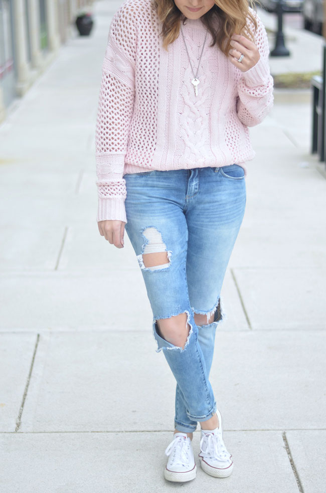 pale pink oversized sweater, distressed skinny jeans, converse via fizzandfrosting.com