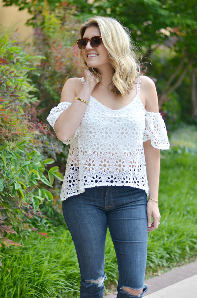 what to wear to a concert - off the shoulder top with distressed skinnies | www.fizzandfrosting.com
