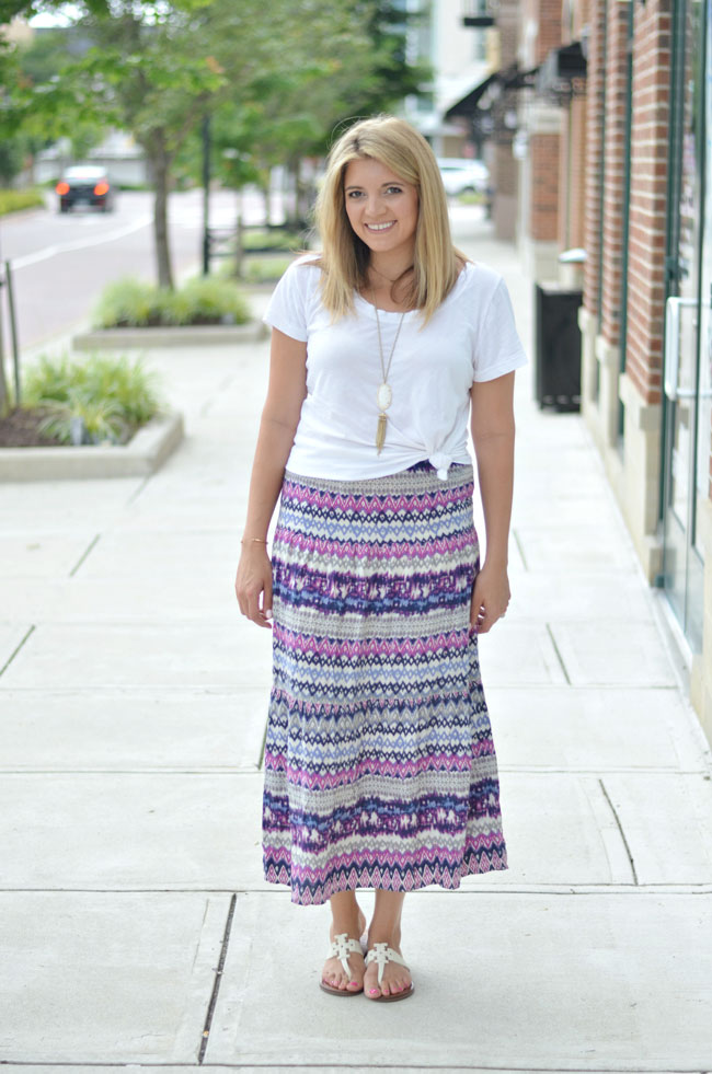 maxi skirt outfit - patterned maxi skirt with white knotted tee | www.fizzandfrosting.com