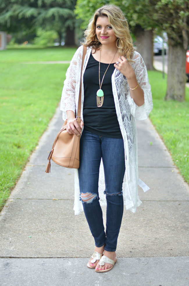 what to wear with a kimono | www.fizzandfrosting.com