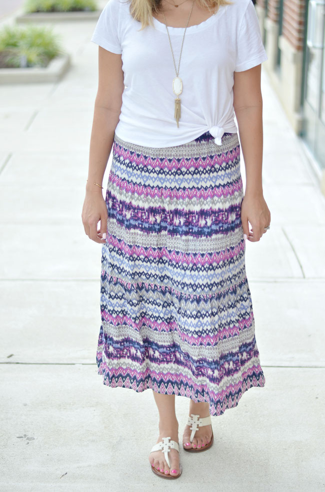 cute maxi skirt outfit - patterned maxi skirt with a knotted tee | www.fizzandfrosting.com
