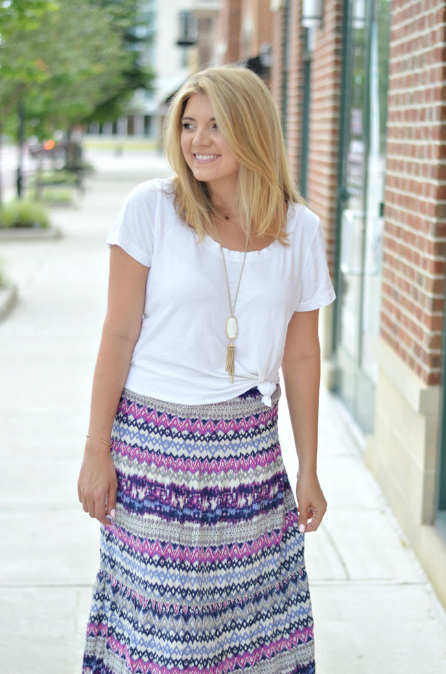 cute casual summer outfit - knotted tee with a maxi skirt | www.fizzandfrosting.com