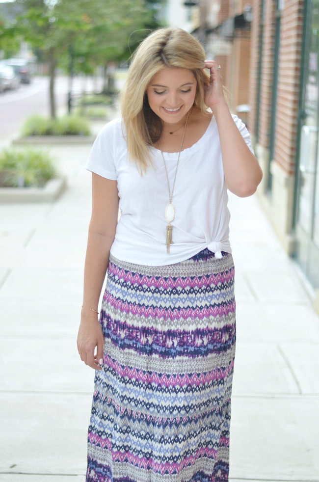 maxi skirt with a knotted tshirt | www.fizzandfrosting.com