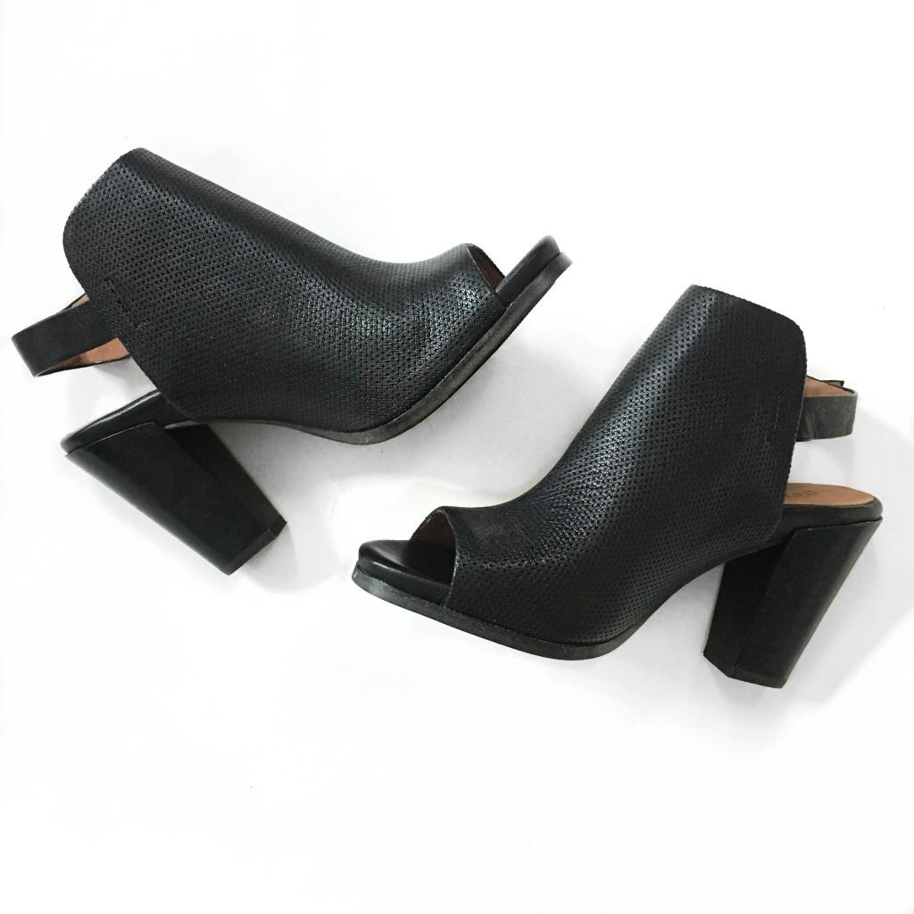 Nordstrom #NSale shoe review - peep toe booties | www.fizzandfrosting.com