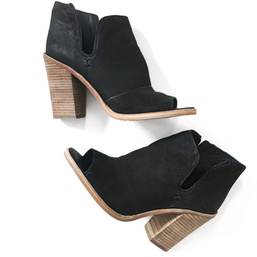 #NSale shoe review - Vince Camuto booties | www.fizzandfrosting.com