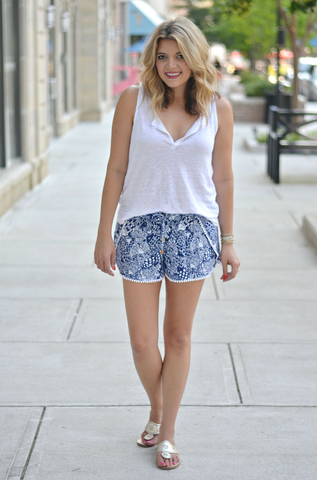 summer casual wear - lilly pulitzer printed shorts | www.fizzandfrosting.com