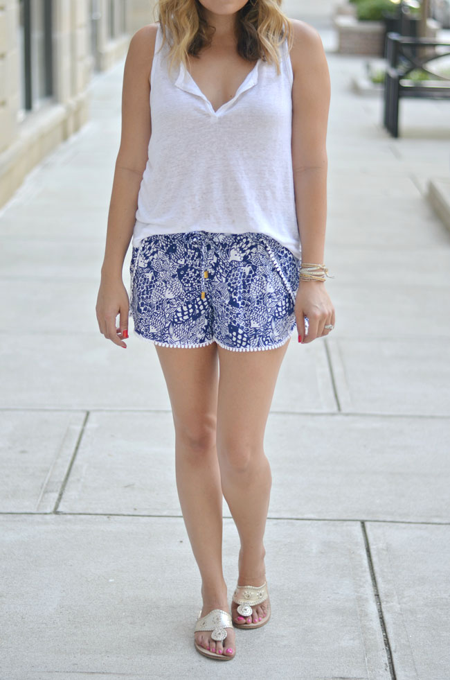 cute casual summer outfit - split top tank top, printed shorts | www.fizzandfrosting.com
