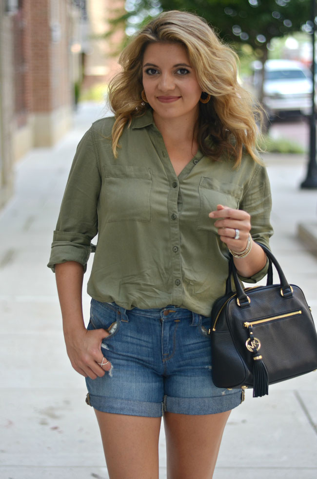 early fall outfit - olive green tunic with dressed jeans | www.fizzandfrosting.com