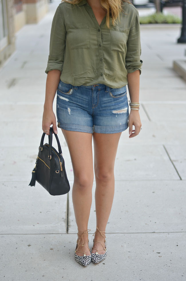 early fall style - olive green tunic, distressed denim shorts with animal print lace-up flats | www.fizzandfrosting.com