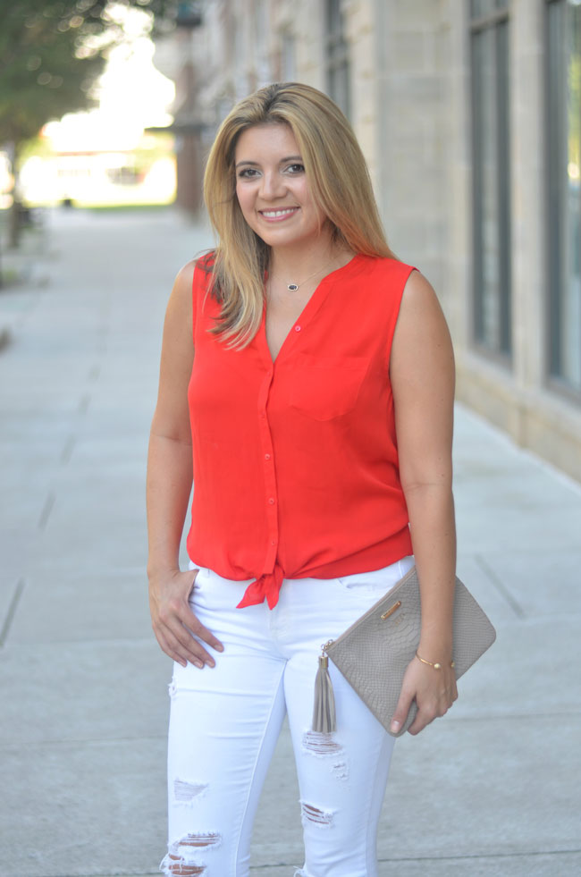 Tie front top with white jeans | www.fizzandfrosting.com