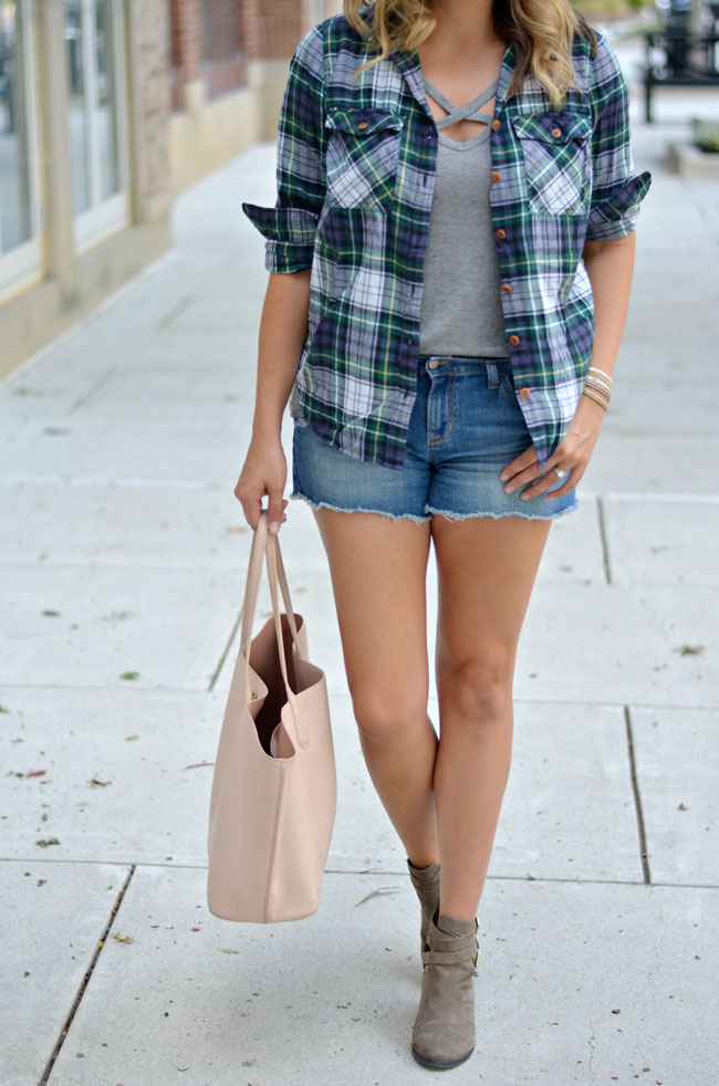 how wear a plaid top for early fall | www.fizzandfrosting.com