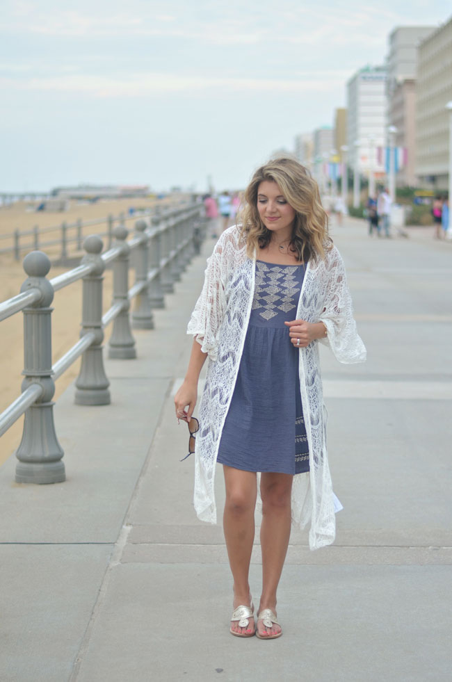 cute beach outfit - sundress with lace kimono | www.fizzandfrosting.com