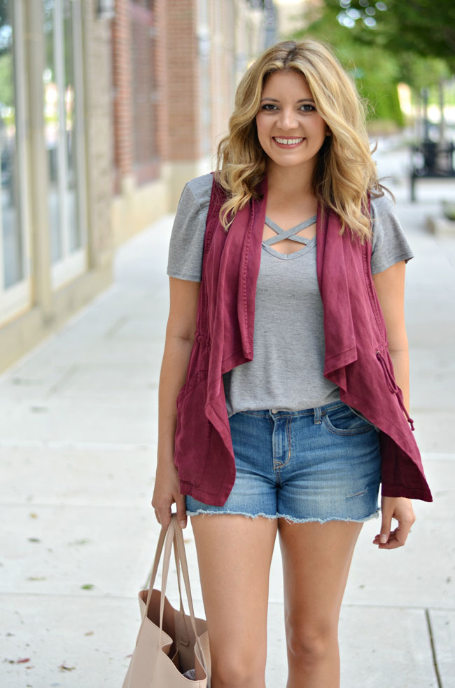how to dress for warm fall - shorts with draped vest   www.fizzandfrosting.com