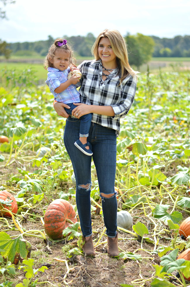mother-daughter pumpkin patch outfits | www.fizzandfrosting.com