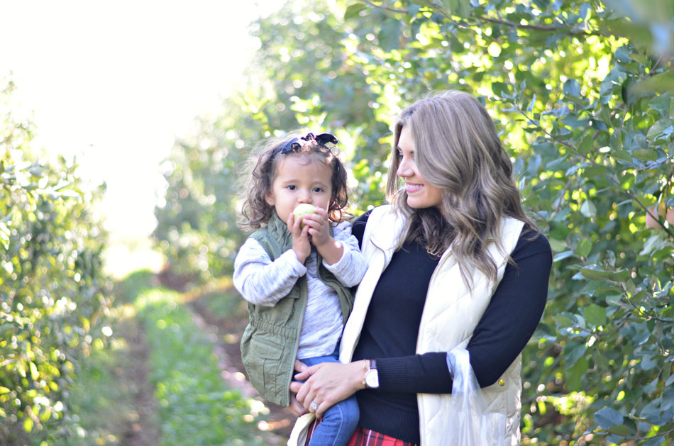 family apple picking outfits | www.fizzandfrosting.com