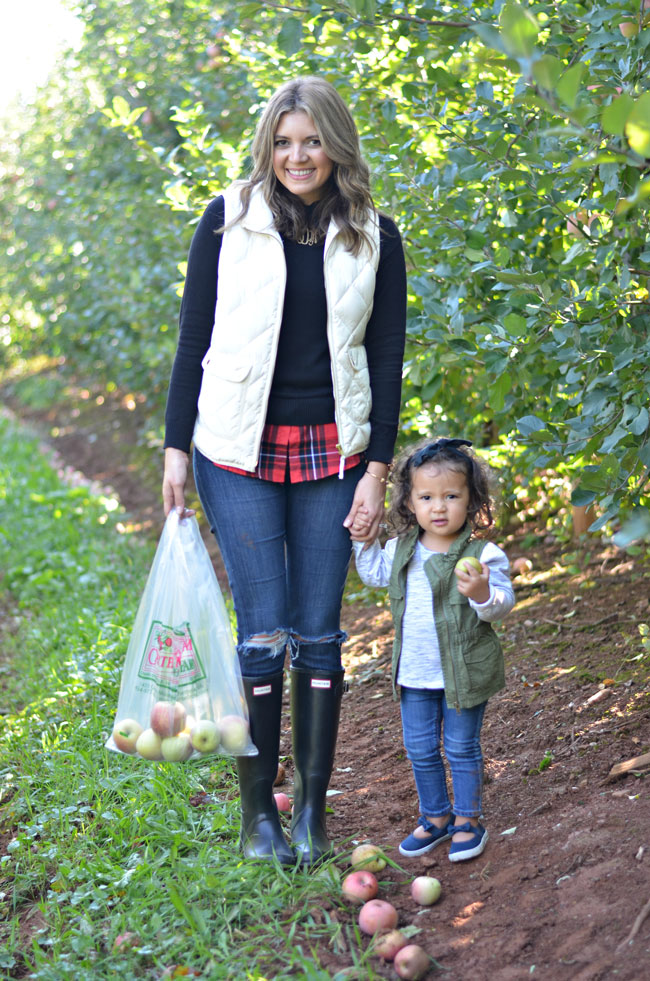 mother daughter fall outfits - vests for fall | www.fizzandfrosting.com