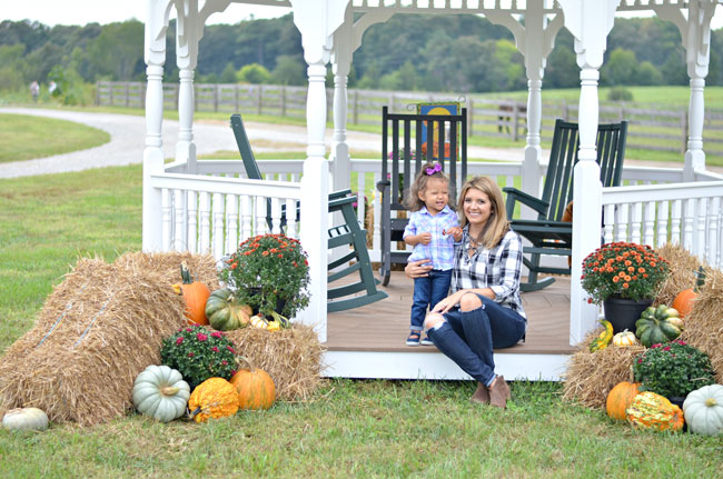 mommy-daughter plaid pumpkin patch outfits | www.fizzandfrosting.com