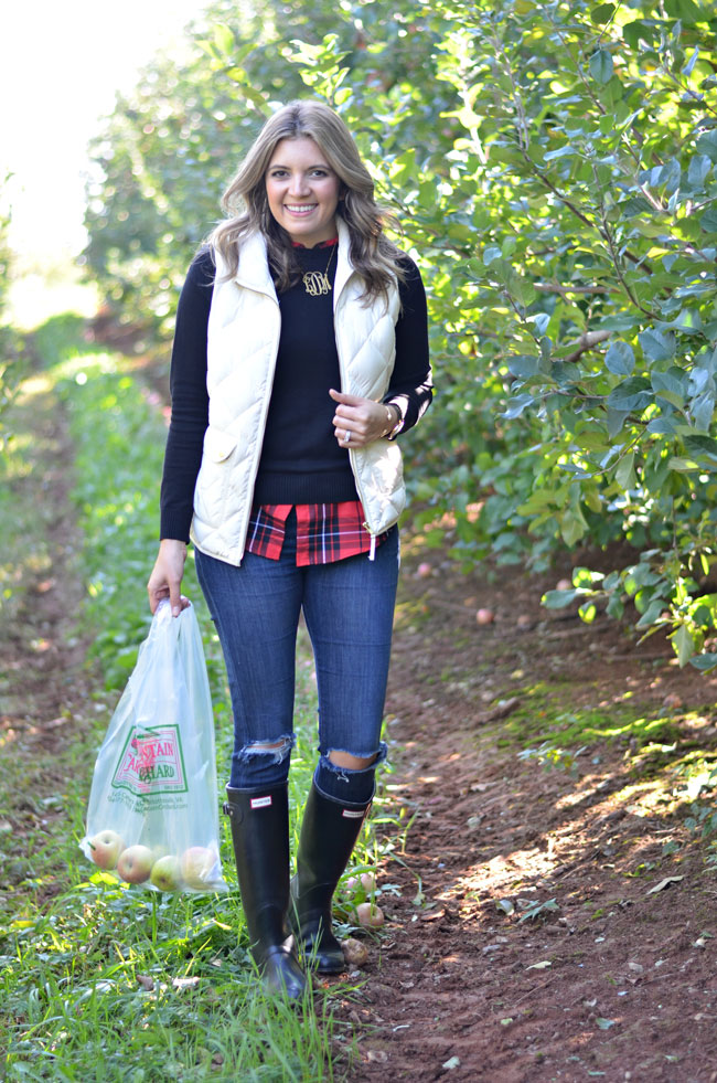 cute apple picking outfit - puffy vest with plaid and hunter boots | www.fizzandfrosting.com